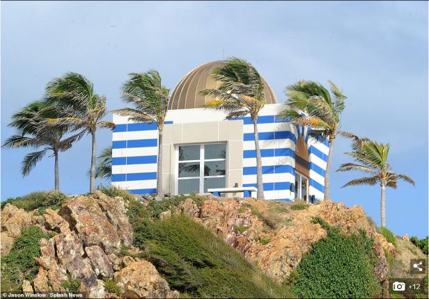 Screenshot_2019-08-12 A dozen FBI agents raid Jeffrey Epstein's 'Pedophile Island'(2)