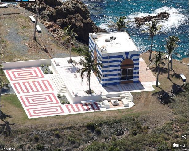 Screenshot_2019-08-12 A dozen FBI agents raid Jeffrey Epstein's 'Pedophile Island'(4)